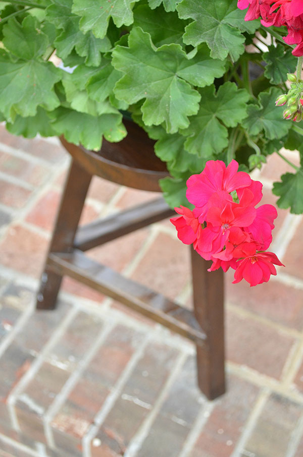 Homes.com-Outdoor-Living-Flower-stool