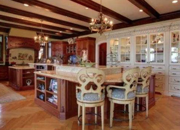 Homes.com-Clearwater-Kitchen