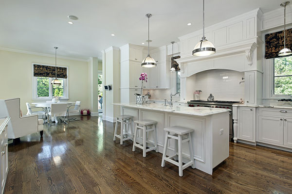 Large-kitchen-in-luxury-home