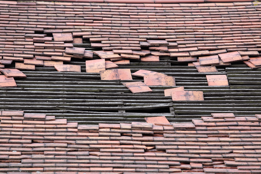 house listing red flags warning signs of bad real estate listings old roof